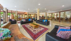 The lobby or reception area at Floral Inn Family