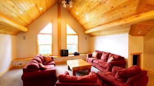 A seating area at Papa Bear Lodge