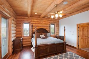 A bed or beds in a room at East Zion Lodge