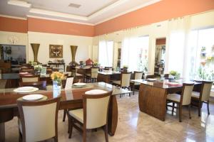 A restaurant or other place to eat at Rosa Spa e Hotel