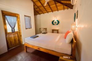 A bed or beds in a room at Babar Point