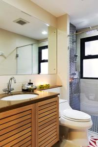 A bathroom at Baan K Residence By Bliston