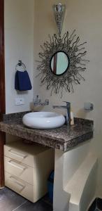 A bathroom at Villa mille et une nuits