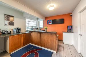 A kitchen or kitchenette at Motel 6-Kamloops, BC