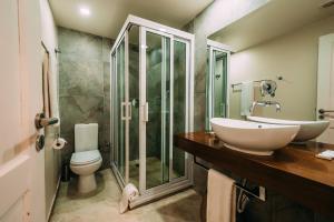 A bathroom at Joli Guesthouse