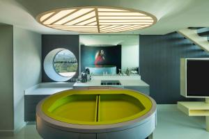 A kitchen or kitchenette at W Mexico City