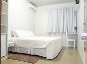 A bed or beds in a room at Hengu Hotel