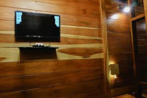 โทรทัศน์และ/หรือระบบความบันเทิงของ The For Rest Resort