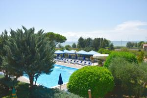 A view of the pool at Hotel Ristorante Il Gabbiano or nearby