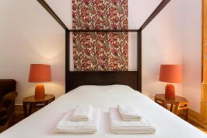 A bed or beds in a room at Lost Lisbon :: Chiado House