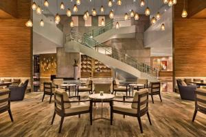 A restaurant or other place to eat at Manila Marriott Hotel