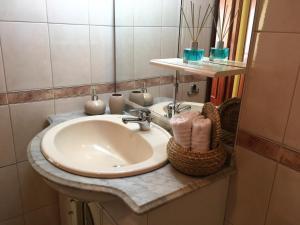 A bathroom at Mira Maia Apartment
