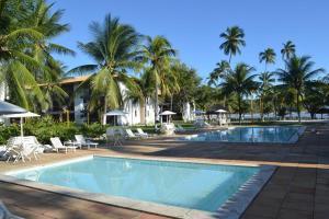 A piscina localizada em Flat no Condomínio Jubiabá ou nos arredores