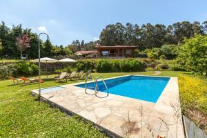 The swimming pool at or near Quinta da Marouba