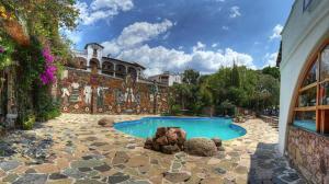 The swimming pool at or near Posada de la Mision, Hotel Museo y Jardin