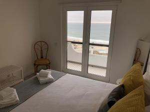 A bed or beds in a room at Salty House - Casa Salgada