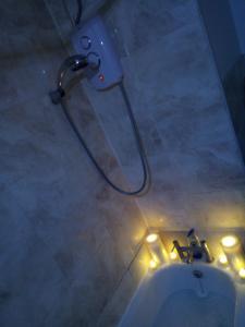 A bathroom at Private Cosy Roomz