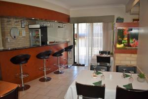 A restaurant or other place to eat at Best Western Tuscany on Tor Motor Inn