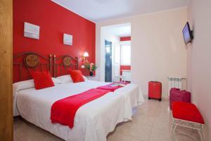 Tempat tidur dalam kamar di Hotel Alvaro frente Palacio-Museo Selgas