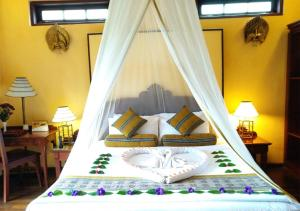 A bed or beds in a room at The Hotel - Kalaw Hill Lodge