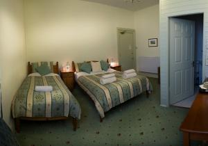 A bed or beds in a room at Somerset House B&B