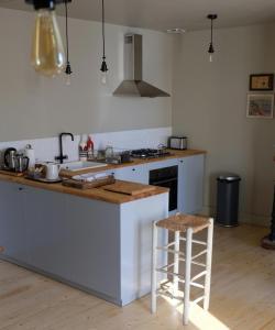 Cuisine ou kitchenette dans l'établissement La Homardière - Véritable maison de pêcheurs