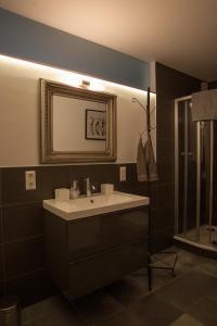 Een badkamer bij Apartments Happy Family EP-Tickets garantiert bei uns für jeden beliebigen Tag erhältlich !!