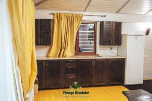A kitchen or kitchenette at Poiana Bradului