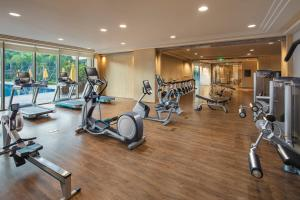 Фитнес-центр и/или тренажеры в Hilton Shenzhen Shekou Nanhai