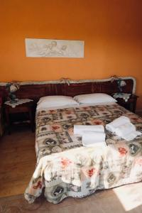 A bed or beds in a room at Red Fenice