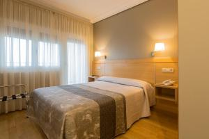 A bed or beds in a room at Hotel Santamaria