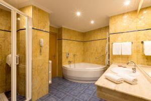 A bathroom at Hotel Santamaria