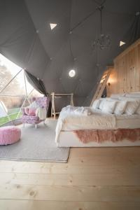 A bed or beds in a room at Tatra Glamp