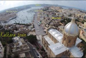 A bird's-eye view of Seafront Apartment in the Heart of Kalkara