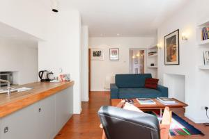 A seating area at 1 Bedroom Flat in Zone 2 of London