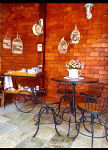 Un restaurante o sitio para comer en Recanto Neriah: lindo, decorado, lazer completo