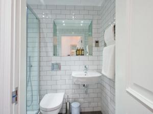Un baño de W12 Rooms