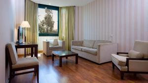 A seating area at Apartamentos TH Las Rozas