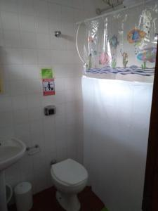 Um banheiro em Tié Itaguá Hostel