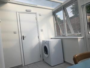 A bathroom at 2 Bedrooms Apartment
