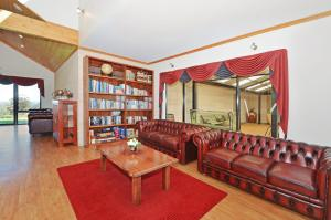 A seating area at Sensational Heights Bed & Breakfast