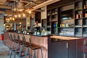 The lounge or bar area at MEININGER Hotel Berlin Tiergarten
