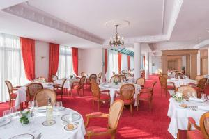 A restaurant or other place to eat at Médicis Home Trouville-sur-mer