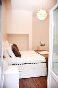 Uma cama ou camas num quarto em Fullest Apartments