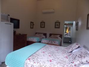 A bed or beds in a room at Pousada Amoedo