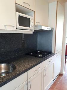 Een keuken of kitchenette bij Vakantiehuisje Martina