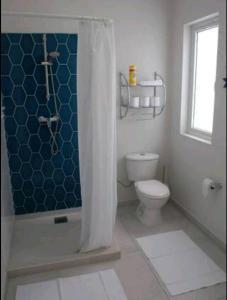Um banheiro em Flip Flop Apartment 84