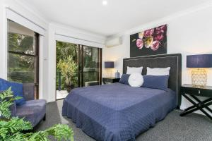 A bed or beds in a room at Calinda Sol 2 @ Clarkes Beach