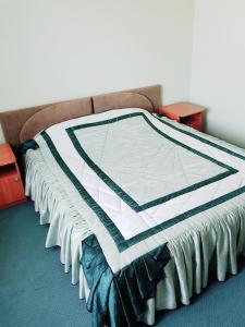 Кровать или кровати в номере Постоялый Двор