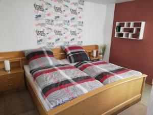 Ein Bett oder Betten in einem Zimmer der Unterkunft Appartment Moselblick Bullay